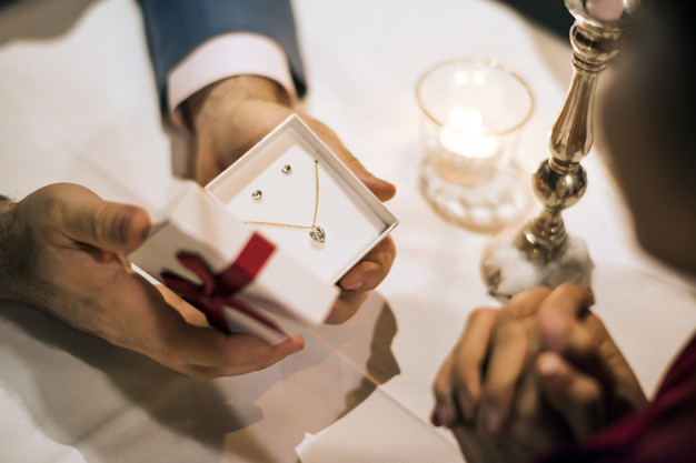 Send Anniversary Gifts for Couples Online