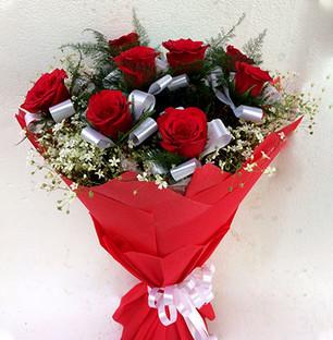 Exquisite Red Roses Bouquet