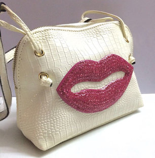 Trendy Bag with Shimmery Pink Lips