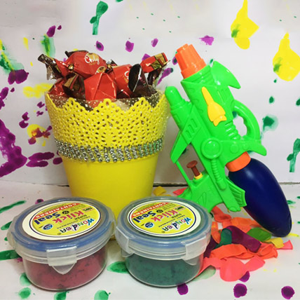 Pichkari and Colors Holi combo with Yummy Bucket