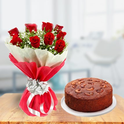 Plum cake with Red Roses bouquet