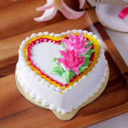 Heart Shape Vanilla Cream Cake