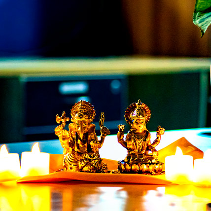 Golden Laxmi Ganesha Idol with Diyas