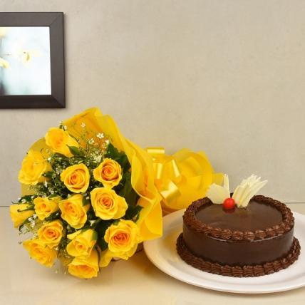 Elegant Yellow Roses & Choco Combo